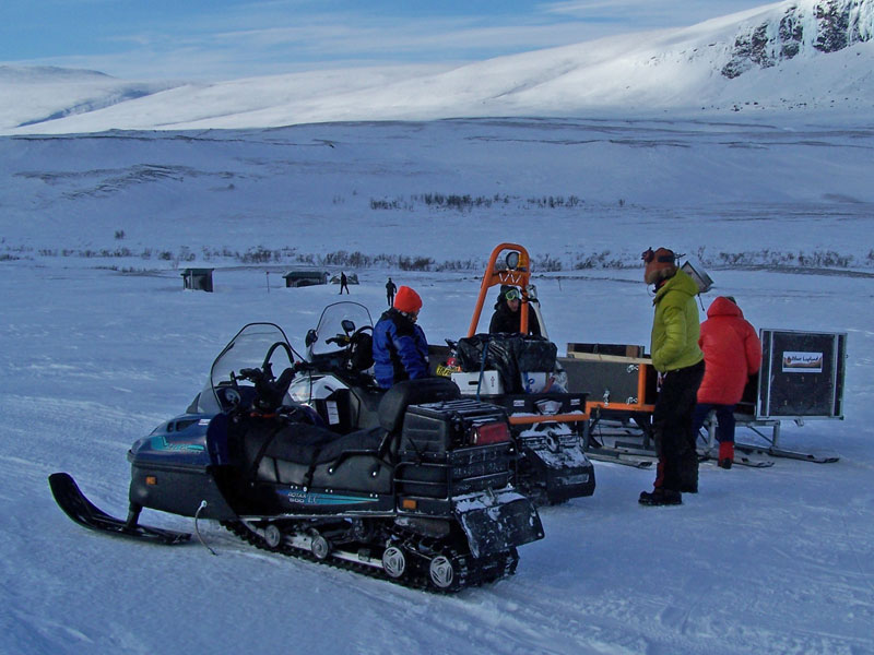 Snowmobile luggage transfer towards Sitojaure cabin. Photo: Nature Travels.