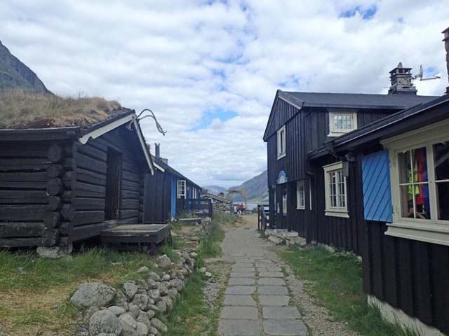 The cabins at Gjendebu.