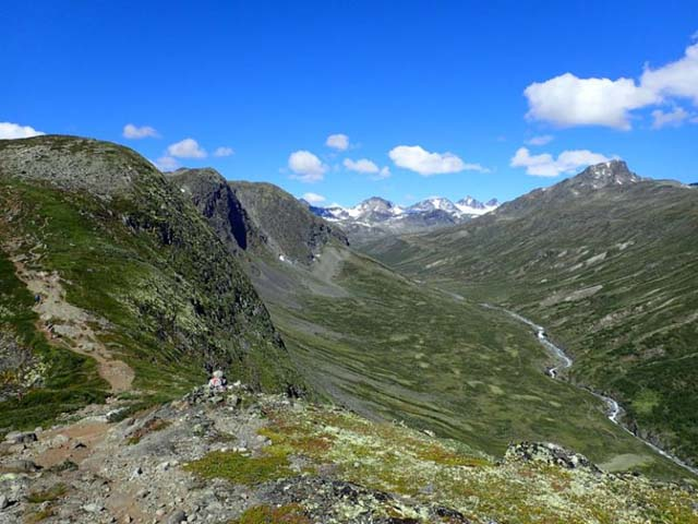 View down the Memurudalen valley.
