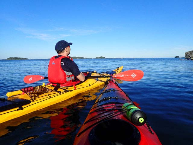 The region offers the option to paddle closer to land taking advantage of the shelter of the islands or, for those with more experience, to explore more open water.