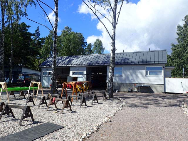 The kayak centre is within easy travelling distance of Helsinki city, yet starting from here brings you quickly out into a beautiful island world.