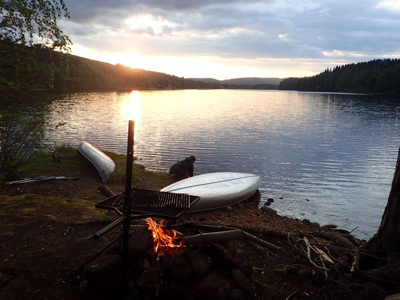 Camping at the end of a day's paddling. Photo: David Whittingham.