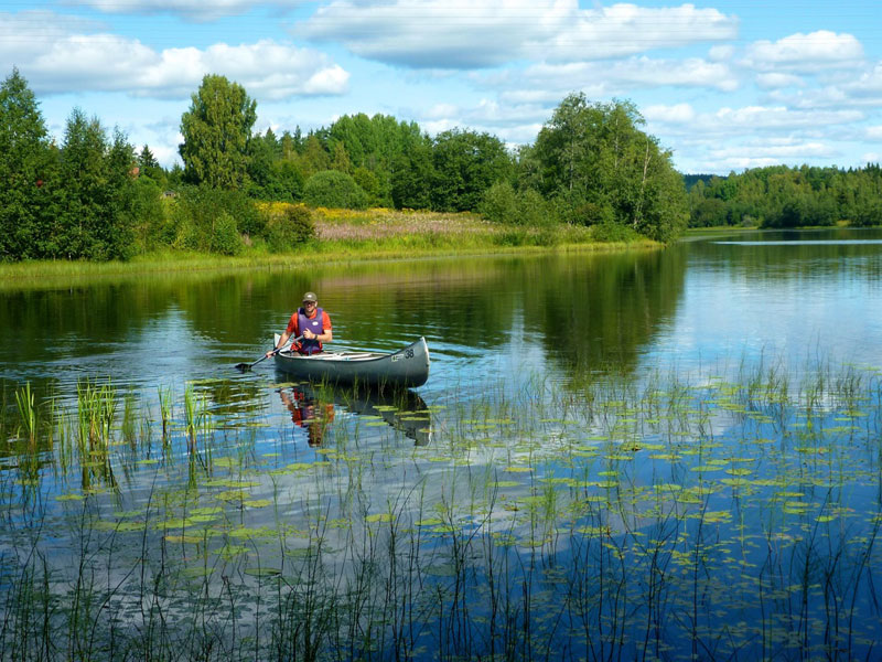 Canoeing in Värmland in the west of Sweden. Photo: Jonathan Perry.