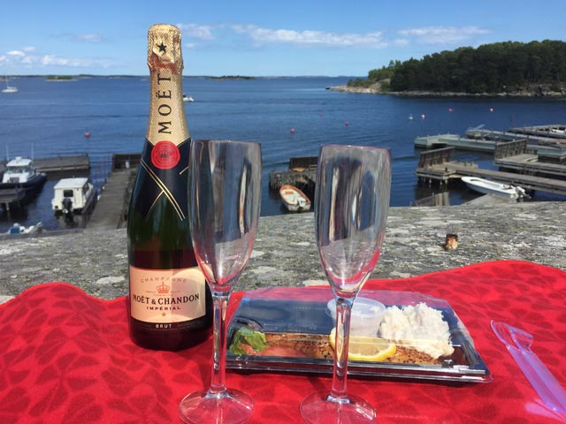 Enjoying a glass of bubbly in the Stockholm Archipelago!