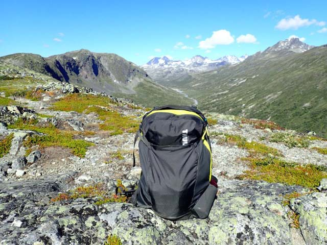 The Capstone 32L I was using as a daypack gets a rest looking over Memurudalen.