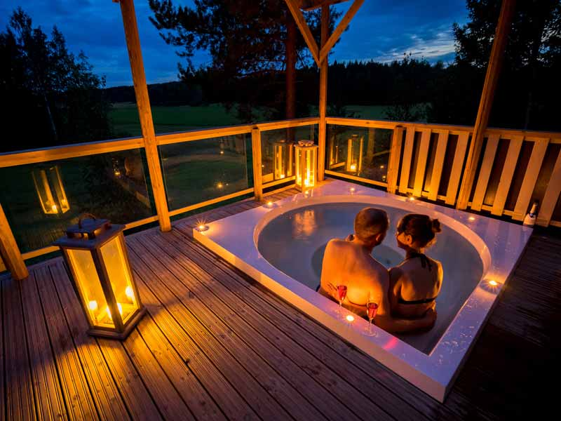 Hot tub at the Romantic Cabin