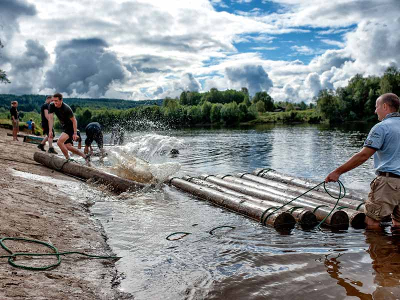 Building your timber raft before the tour begins